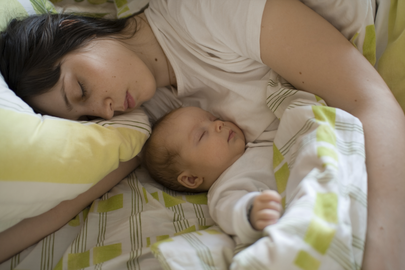 breastfeeding and co sleeping Sleeping behaviour co-sleeping, breastfeeding and sudden infant death syndrome james j mckenna, phd, lee t gettler, ma university of notre dame, usa, northwestern university, usa.